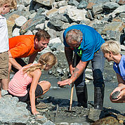© Tourismusbüro Bramberg - Erlebnis und Spannung beim Suchen des grünen Smaragds im Habachtal
