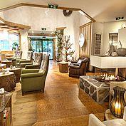 © Landhotel Eichingerbauer - Loungebereich mit Kamin