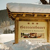 landhotel-gressenbauer-hoteleinfahrt-im-winter