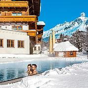© Landhotel Alpenhof - Freibad im Winter