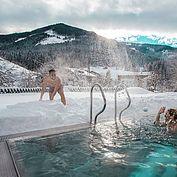 Landhotel Alpenhof im Winter mit beheiztem Aussenpool