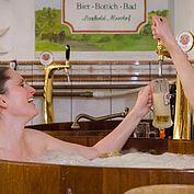 frischer Biergenuss im Bier Bottich Bad - c-hannelore-kirchner