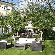 © Landhotel Eichingerbauer - Aussenansicht Garten mit Lounge