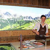 © Landhotel Alpenhof - frisch zubereitete Köstlichkeiten am Morgen
