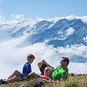 Wandern mit Ausblick auf den Nationalpark Hohe Tauern © Wildkogel-Arena Neukirchen und Bramberg