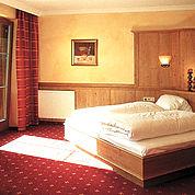 © Landhotel Wiedersbergerhorn - sonnige Komfortzimmer