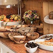 Frühstück Müsli Cerealien Trockenfrüchte Obst u.v.m.