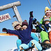 beleuchtete Winterrodelbahn - Familienurlaub