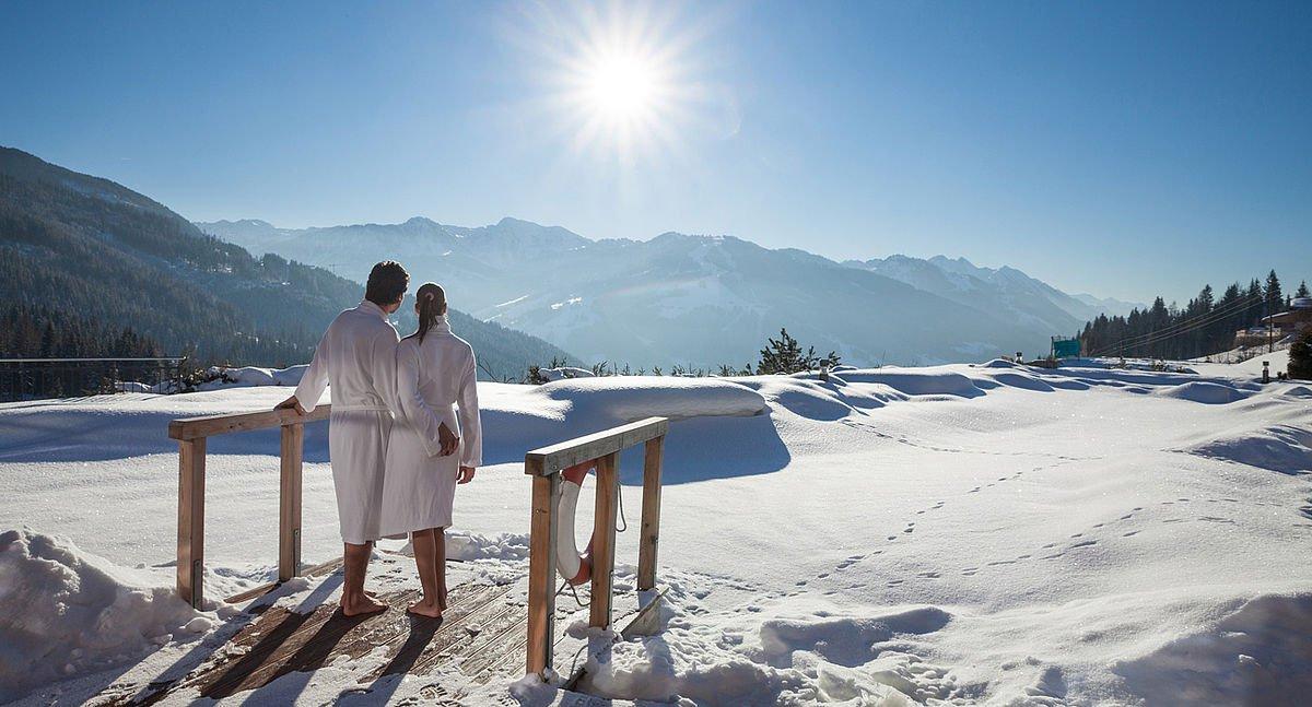 Wintererholung und Aktivurlaub - Ausblick in die schneereiche Wagrainer Bergwelt
