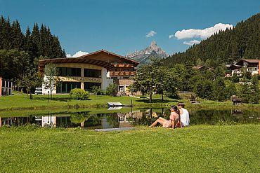 Landhotel Alpenhof mit der Bischofsmütze im Hintergrund