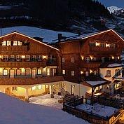 Landhotel Hauserbauer - Winteransicht bei Nacht