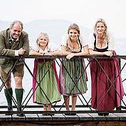 © Landhotel Das Traunsee/ Cristof Wagner - Monika und Wolfgang Gröller mit Töchtern