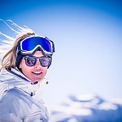 Beim Skifahren von der Sonne gekuesst