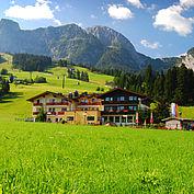 Landhotel Traunstein Hotelansicht Sommer