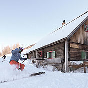 Skifahrer bei Hütte in Hinterstoder, (c) OÖT David Lugmayr
