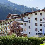 Sie sehen Landhotel Tirolerhof im Sommer