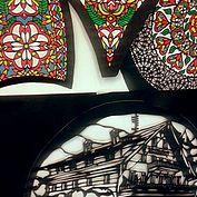 Detail einer Glöcklerkappe mit Motiv des Schwesterhotels Post in Traunskirchen