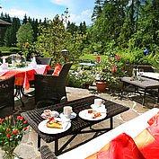 © Landhotel Schuetterbad - Terrasse Sommer
