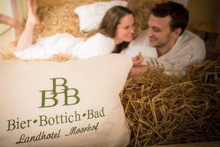 Wohltuendes Bier-Bottich-Bad im Landhotel Moorhof