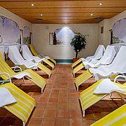 © Landhotel Tirolerhof/ Thomas Trinkl - Ruheraum im Saunabereich zum Relaxen