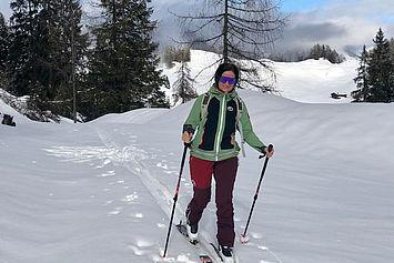 Heidi beim Skitour gehen