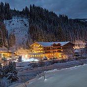 Landhotel Alpenhof - Romantische Abendstimmung in der Winterlandschaft