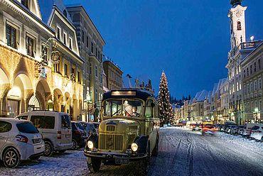 © Landhotel Mader - Oldibus am Stadtplatz im Advent