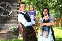 © Landhotel Gressenbauer - Christine und Walter Raffl mit Ihren Kindern